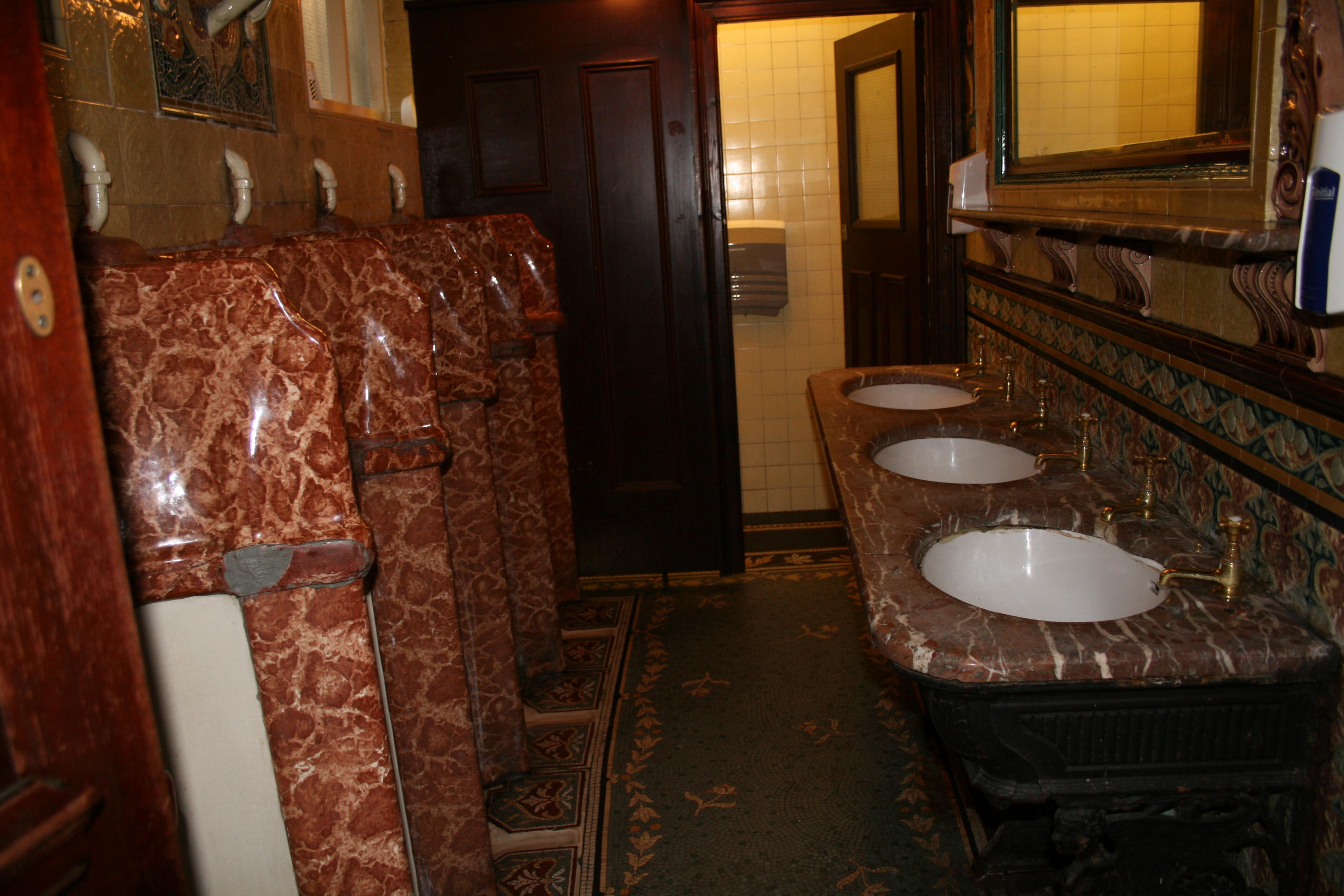 Men's lavvies at the Phil